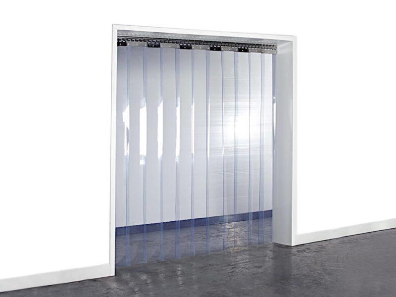 Kurtyna paskowa na drzwi wykonana z pasów gładkich, przezroczystych. Zapewnia ochronę przed przeciągiem oraz zatrzymuje utratę ciepła.