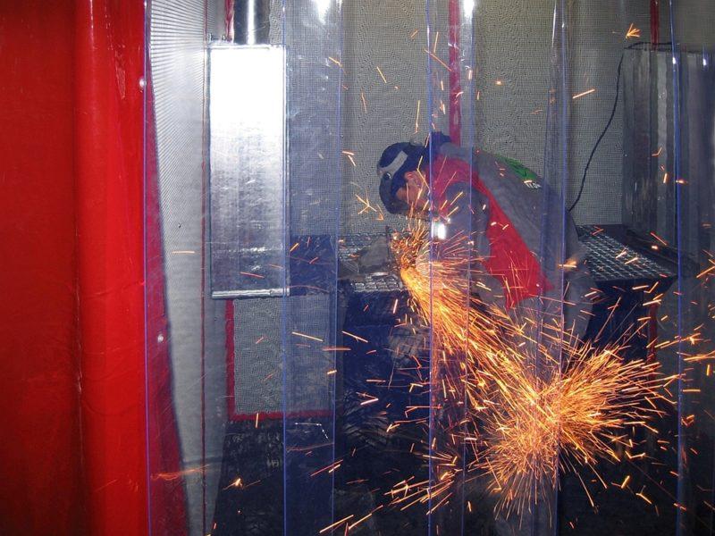Kurtyna przemysłowa do ochrony przed hałasem i zanieczyszczeniami