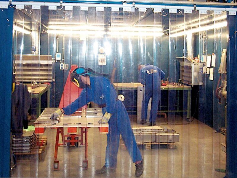 Kurtyna przemysłowa do zasłonięcia stanowiska wykonywania palet drewnianych