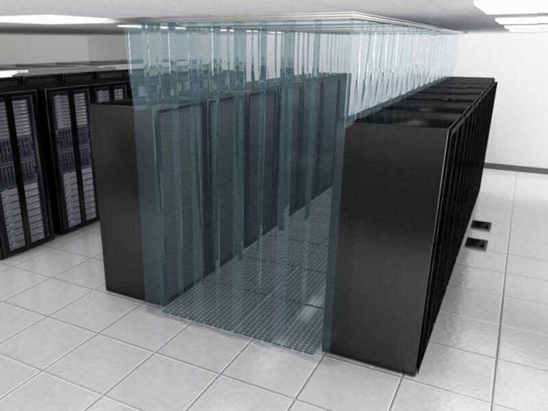 Kurtyny paskowe antystatyczne zainstalowane w serwerowni pomagają w chłodzeniu serwerów
