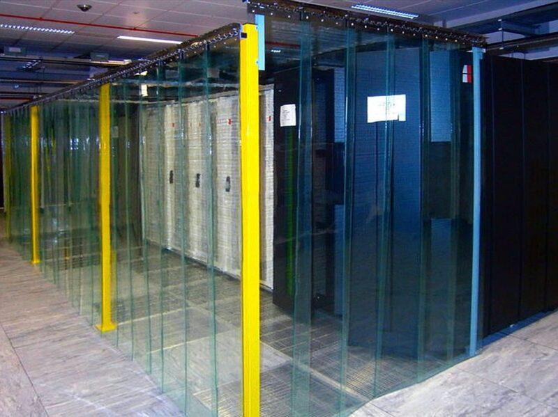 Kurtyny z pasów antystatycznych zamontowane w serwerowni