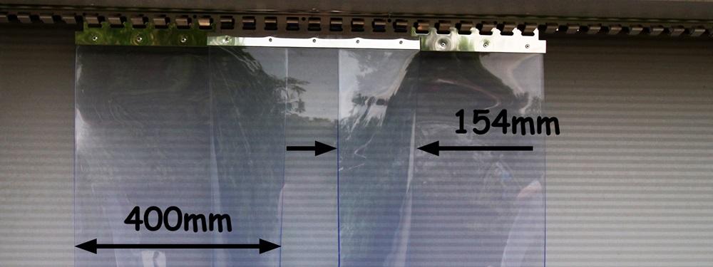 Kurtyna paskowa ma zakładkę 154mm - pasy o szerokości 400mm