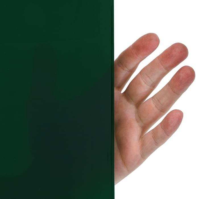 Lamela spawalnicza zielona częściowo przezroczysta, przez materiał widać rękę